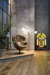 Pel� armchair, Swivel armchair, covered in hand-sewn and antique leather