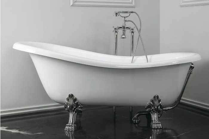 Freestanding bathtub with feet idfdesign for Royal whirlpool baths