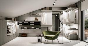 DEUS, Walk-in closet with mirrored panel