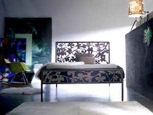 Flower 120, Metal bed with soft lines