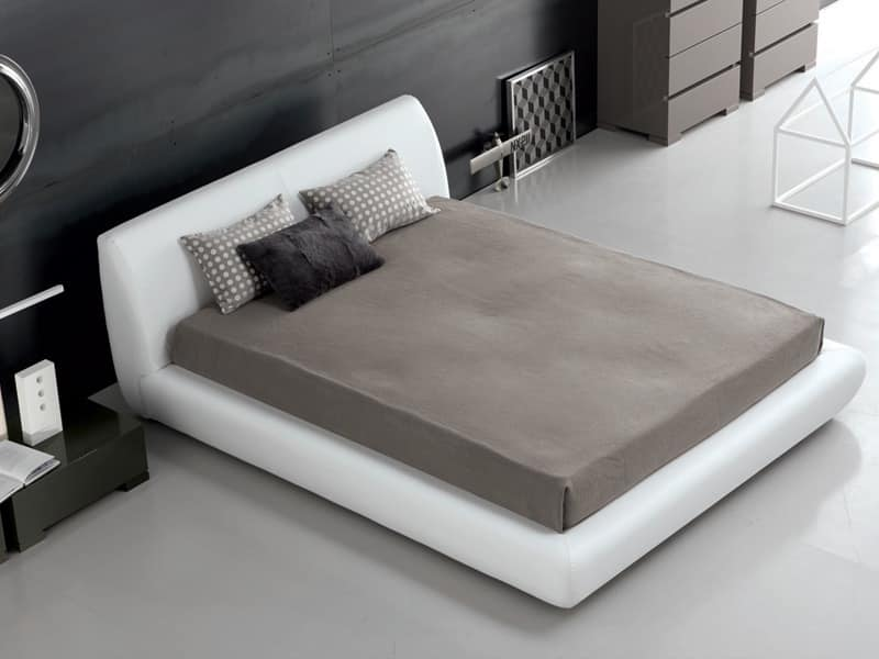 Bed in leather Santos bed