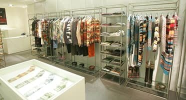 Made-on-measure bar furnishing Shop - clothes shop 03