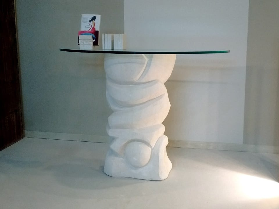 Equinozio, Stone table, with glass top resting on the base