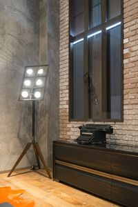 Tot� stand lamp, Floor lamp inspired by movie spotlights, with adjustable lights