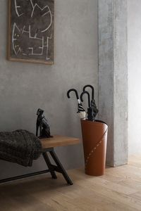 Katrina, Umbrella holder with drip collector, made of leather
