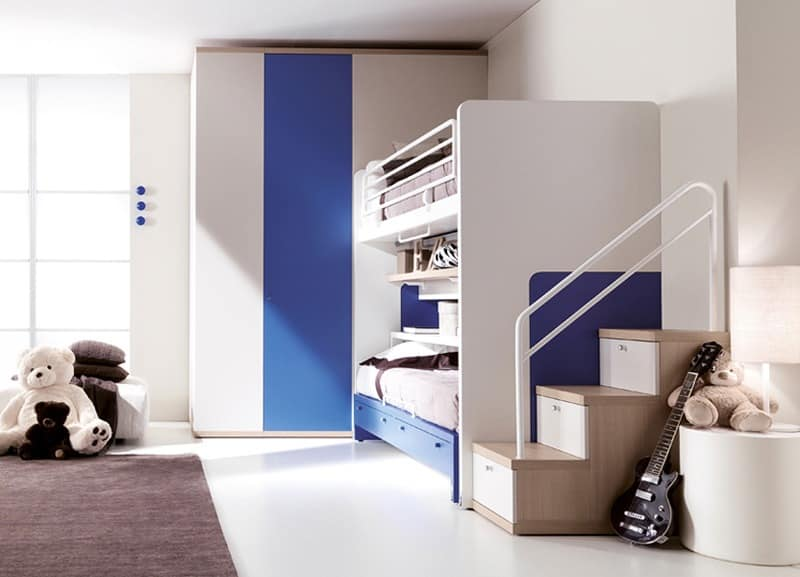 Comp. 303, Colored bedroom, bed patented without floor guides