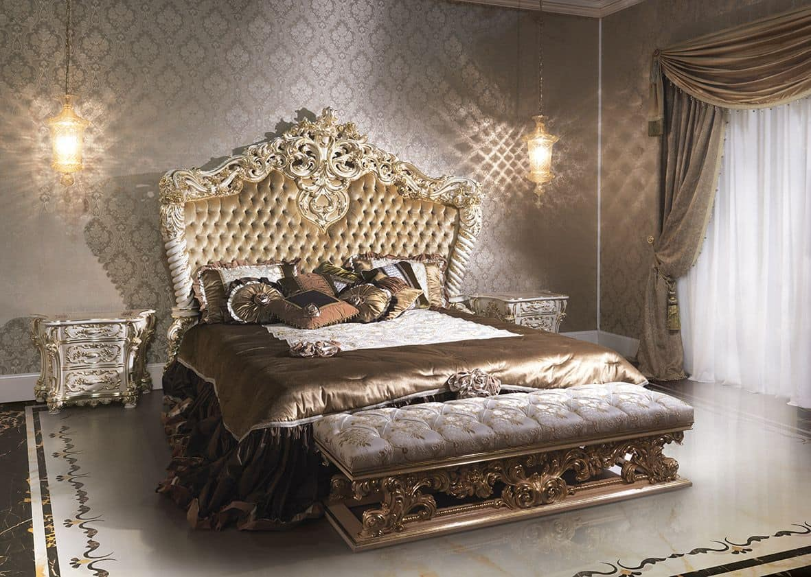 Luxury classic style bed for hotels lacquered and gilded for Italian baroque interior design