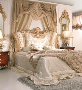 Art. 800, Luxurious bed with padded and carved headboard