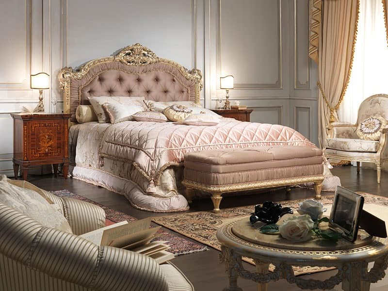 Louis xv style bed for luxury double bedroom idfdesign for Old world style beds