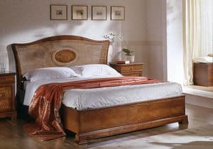 D 705, Classic bed with headboard in cane