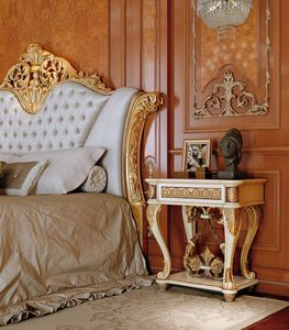 Art. 810/C, Luxurious nightstand with hand carved details