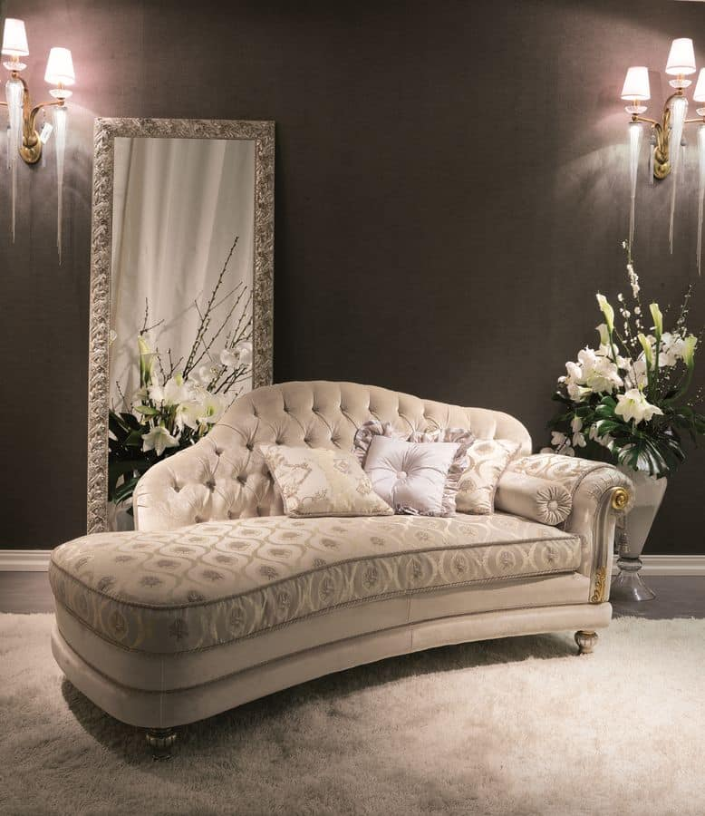 Buttoned daybed ideal for luxury hotels idfdesign - Sofas con chaise longue ...
