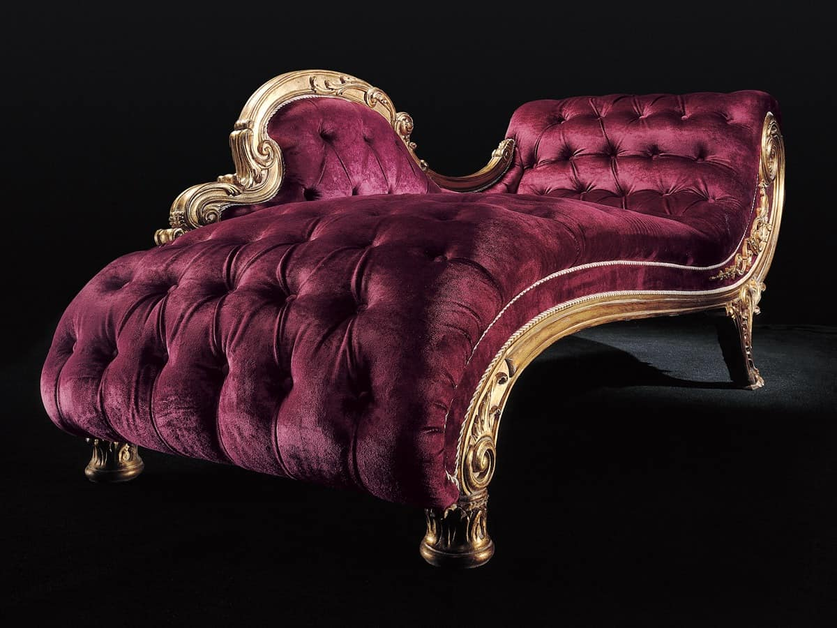 Classic daybed for the living room in carved wood idfdesign for Chaise longue classic design italia