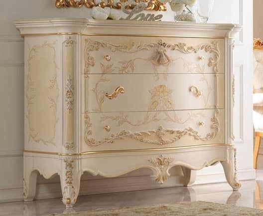 Group '700 Dresser lacquered, Dresser painted by hand, with gold decorations