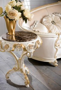 Art. 4082.099, Round side table, in classic style, carved