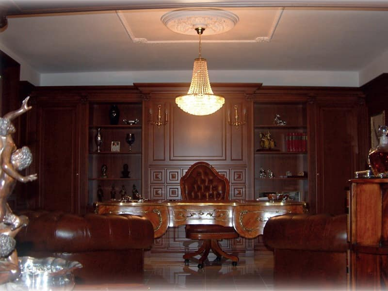 Boiserie executive office, Executive office with a desk and perimeter