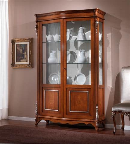 Classicl display cabinet with 2 doors suited for dining ...