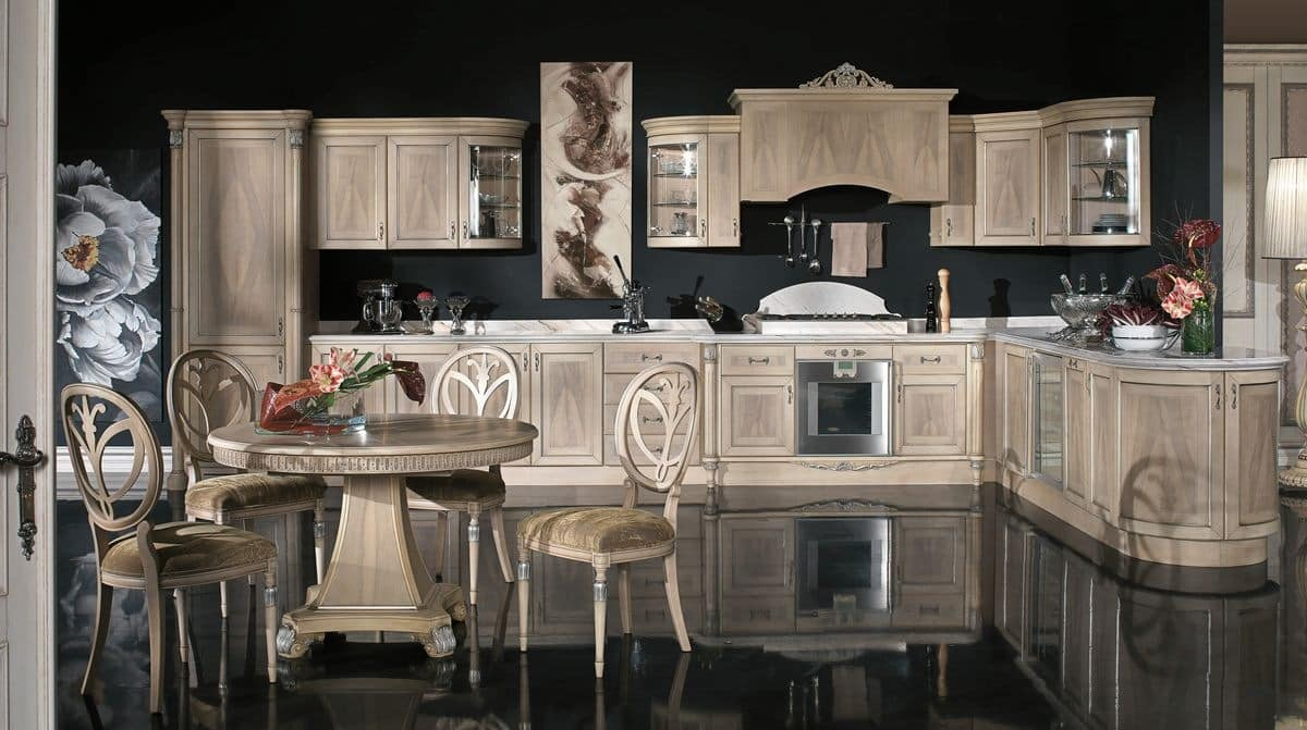 Classic kitchen in veneer wood in different finishes for Classic style kitchen cabinets