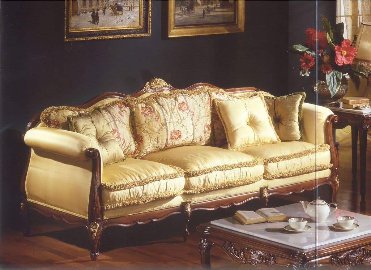 Three seater sofa for luxury classic style living rooms for Classic style sofa