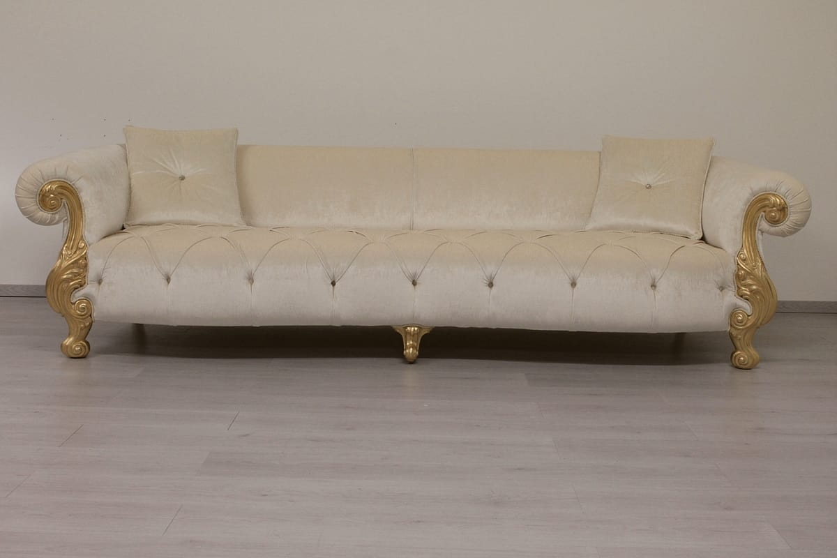 Sofa with quilted upholstery baroque style idfdesign for Classic sofa
