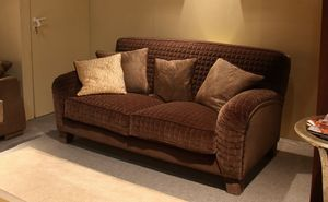 Tango, Upholstered sofa in classic style, made entirely by hand