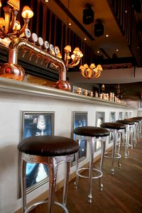 Club leather, Classic stool ideal for hotels and restaurants