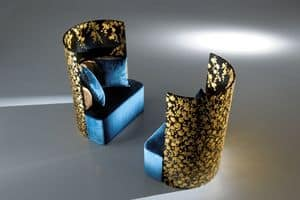 Charline, Armchair bold and eclectic, with handmade flower decoration