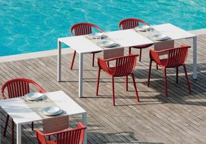 Togo H72, Metal tables usable outdoor