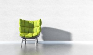C50, Enveloping armchair with wooden base