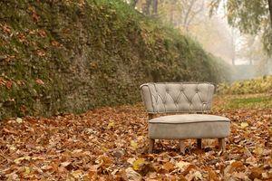 Mara, Leather armchair with raw cut