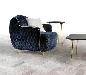 W01A, Comfortable upholstered armchair