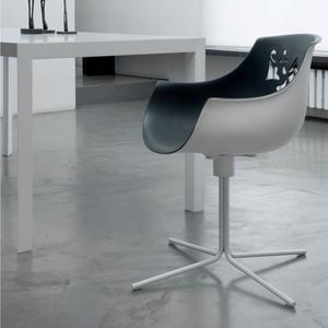 Flora QT, Chair with swivel base