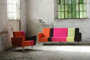 Max 2, Sofa with combination of different colors and patterns