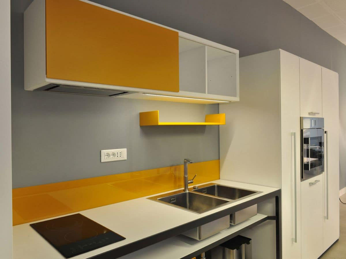 More Kitchen in line, Modern kitchen in wood, ideal for workplaces and homes