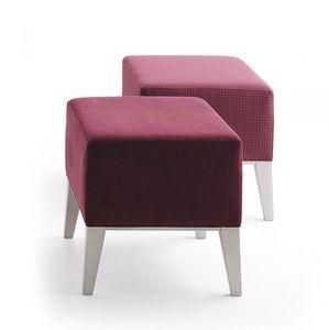 Newport 01871, Upholstered solid wood footstoo