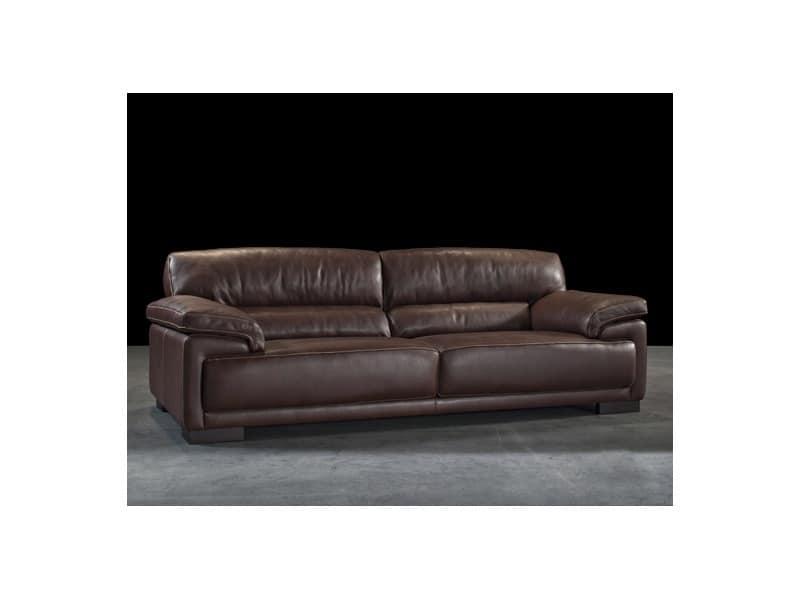 Clark classic style sofas villa idfdesign for Classic style sofa