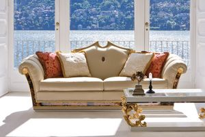 Stresa ST131, Classic sofa with carved decorations