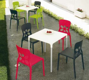 Stop, Outdoor table, stackable, in aluminum and plastic