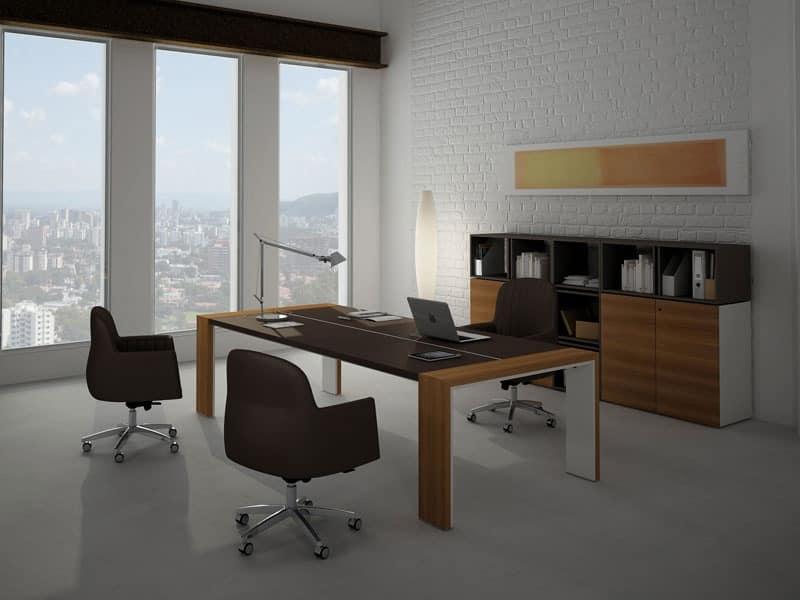 Elegant desk ideal for meeting room idfdesign for Design ufficio napoli