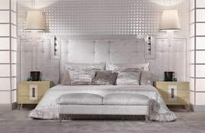 13C01, Bed with upholstered headboard in leather, with a lacquered frame