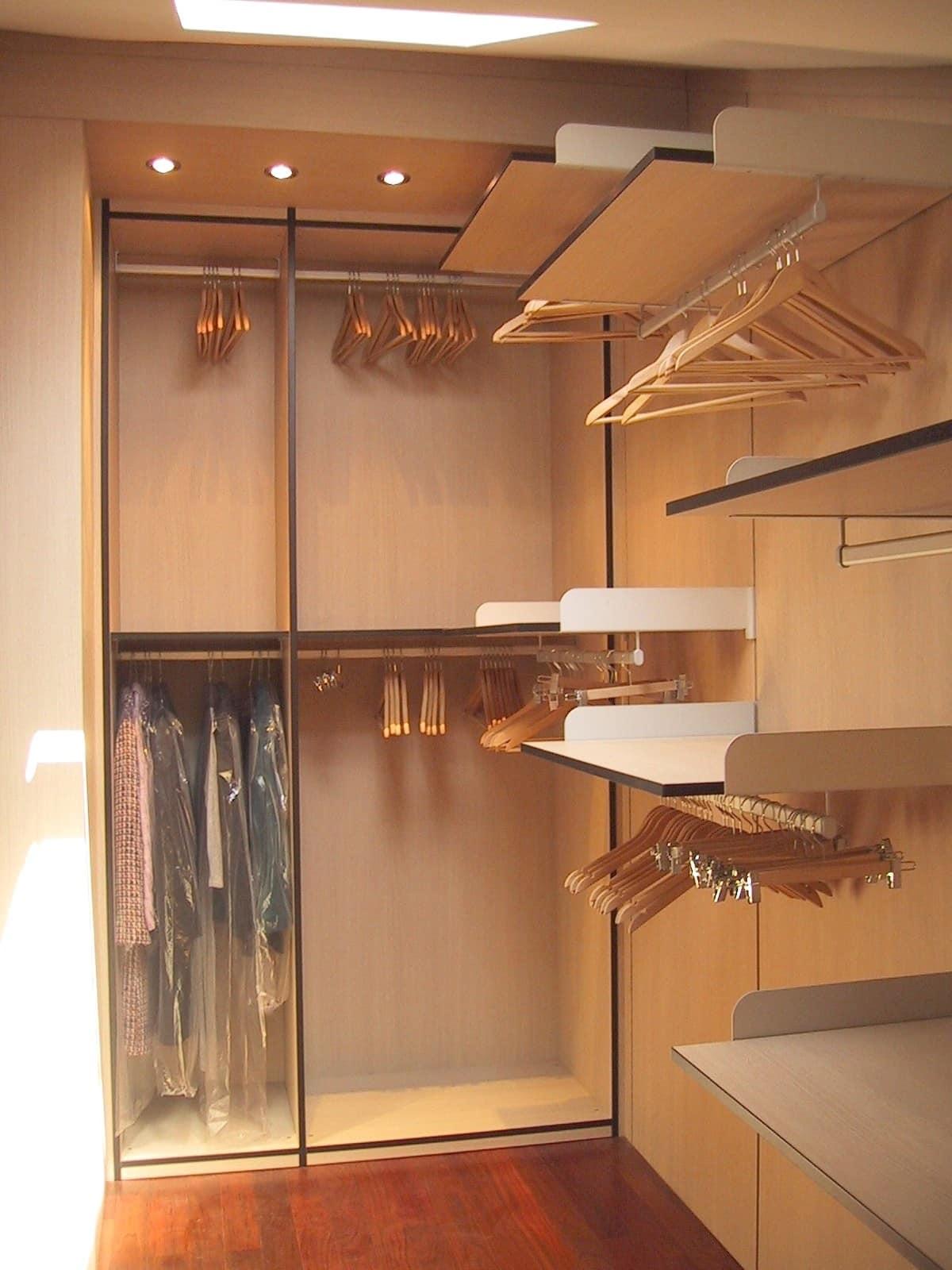 Walk in closet 05, Walk in closet in under-roof room