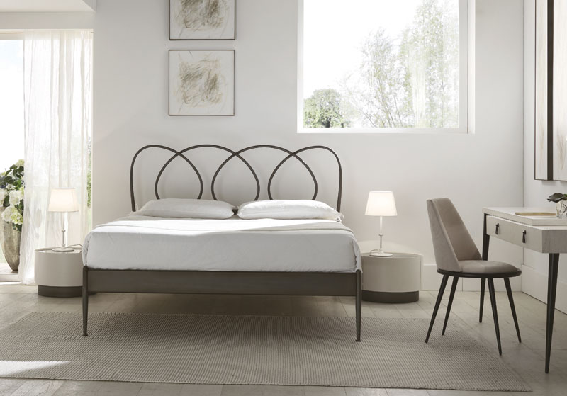 Helios bed, Double bed with tapered legs in metal