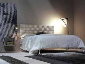 Intreccio, Metal bed, a woven pattern of upholstered headboard
