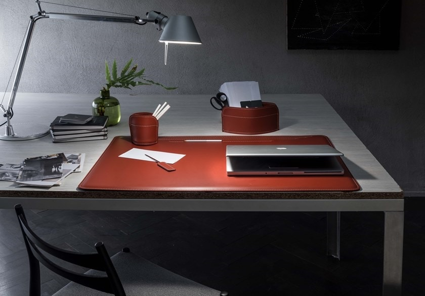 Ebe 4pz, Desk set in regenerated leather