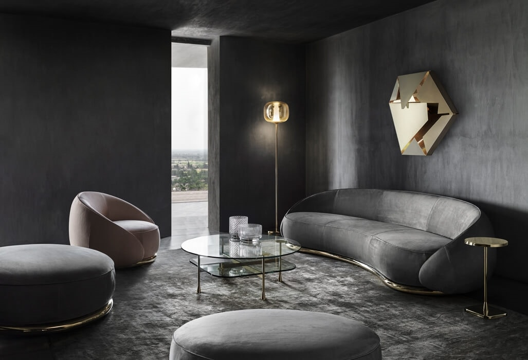 Abbracci Armchair, Armchair with an enveloping design