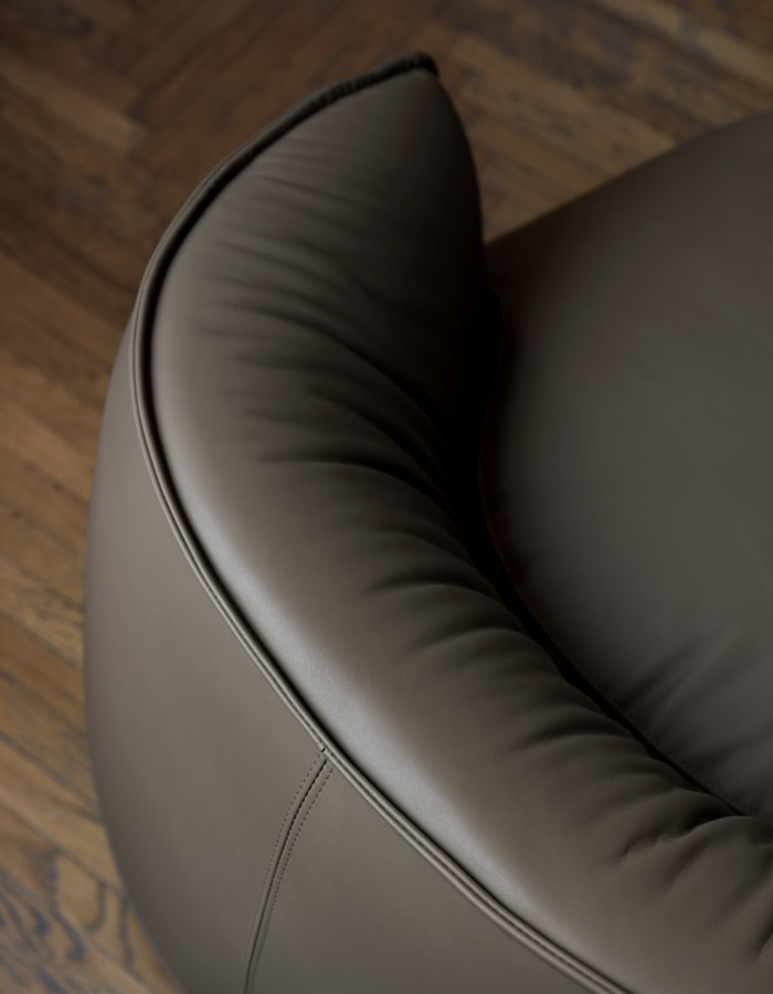 Brioni armchair, Indoor armchair with soft padding