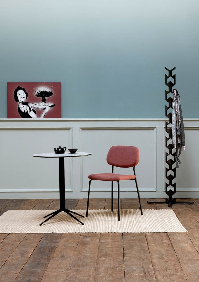 Teorema T, Bar table, with round top