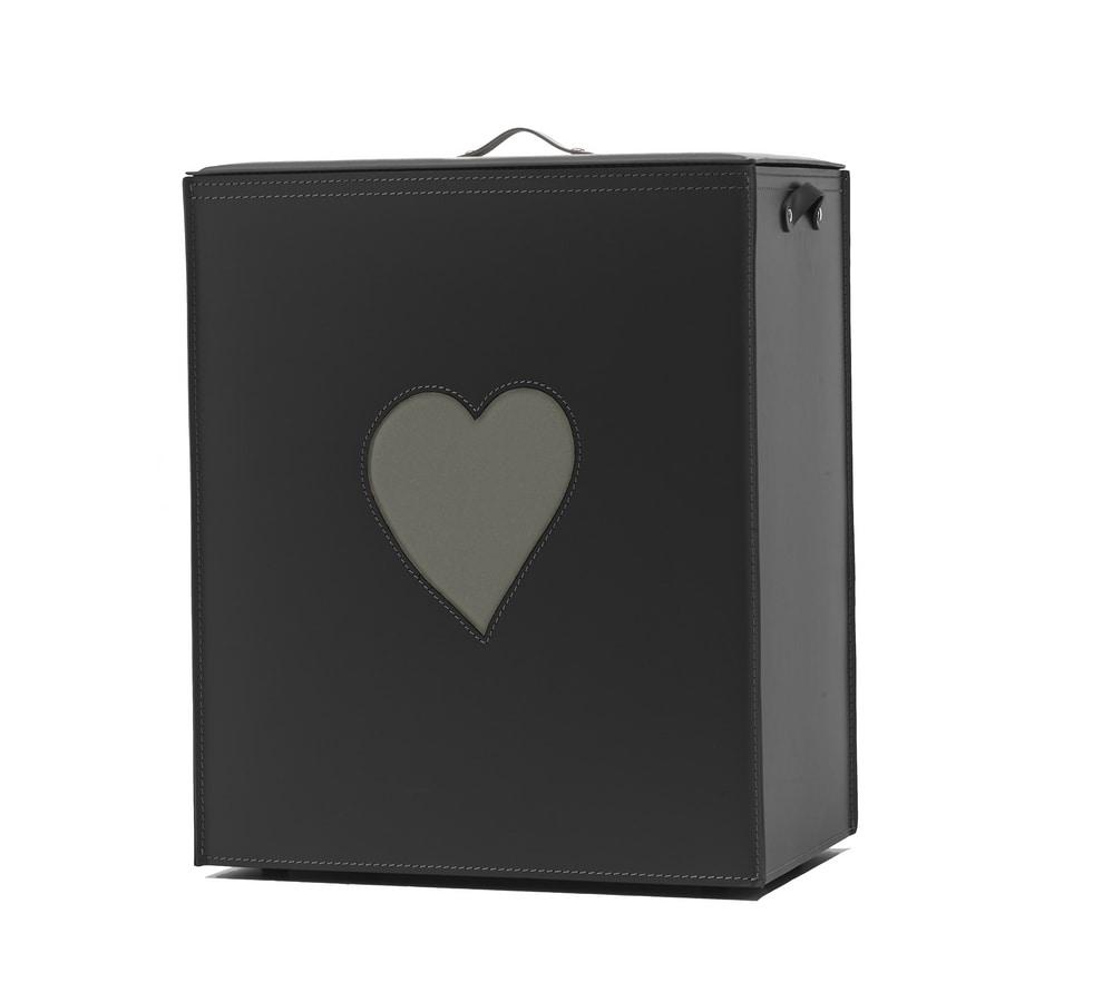 Adele, Laundry basket with heart shaped decoration