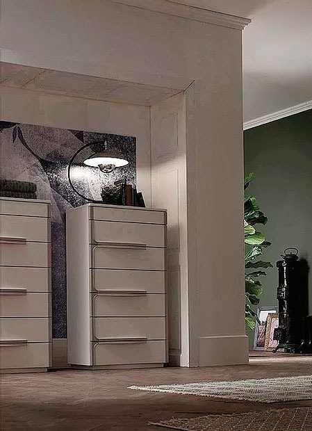Even, Chest of seven drawers with a minimal design