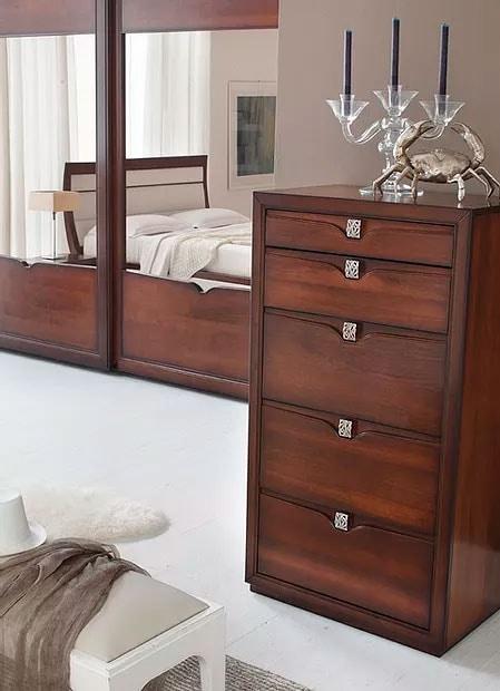 Linda, Weekly dresser with elegant engravings